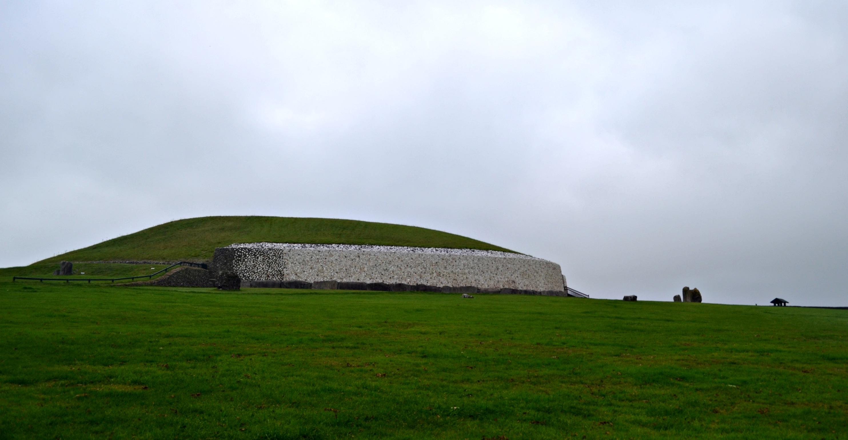 Newgrange (Brú na Bóinne), Ireland